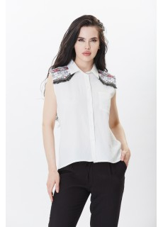 Omuzları İşlemeli Beyaz Gömlek