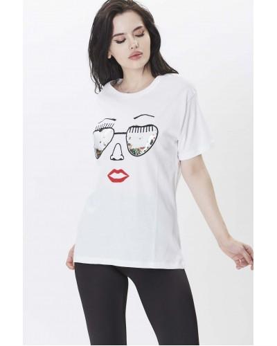 Desenli Beyaz Tshirt